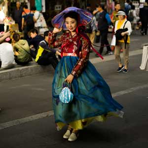 South Korean woman wearing Hankbok.